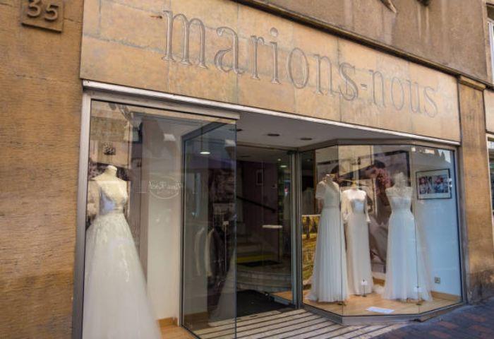 تابلو مغازه مزون لباس عروس