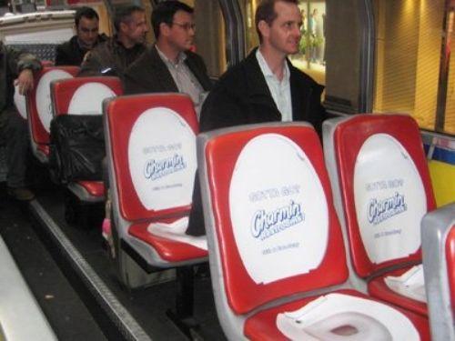 نمونه ای از تبلیغات به روی صندلی اتومبیل از نوع سمپلینگ